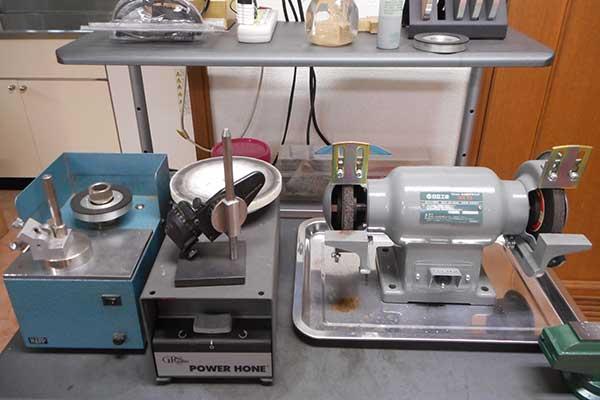 タガネ研磨機 タガネ研磨機が2台。グラインダー1台。